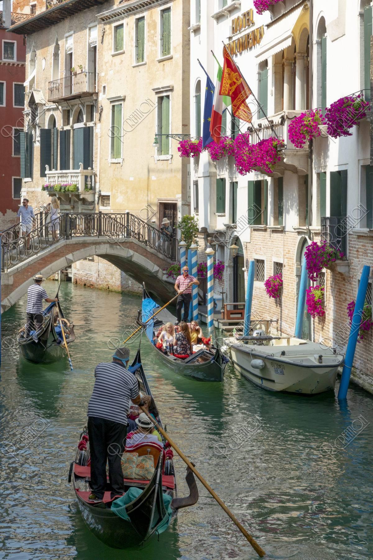 ゴンドラと運河
