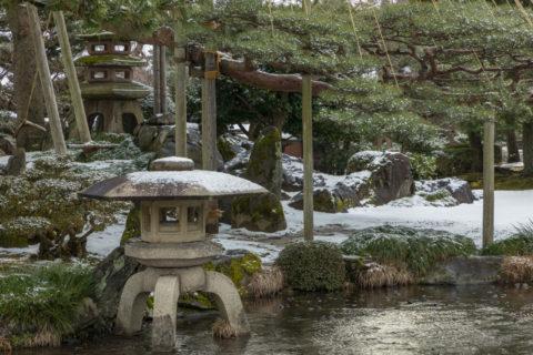 雪の兼六園 灯篭