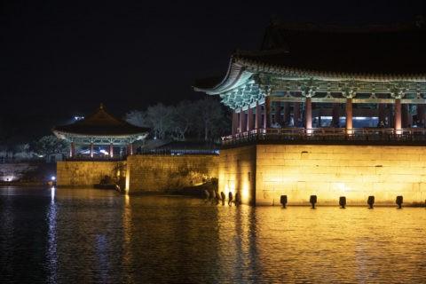 東宮と月池