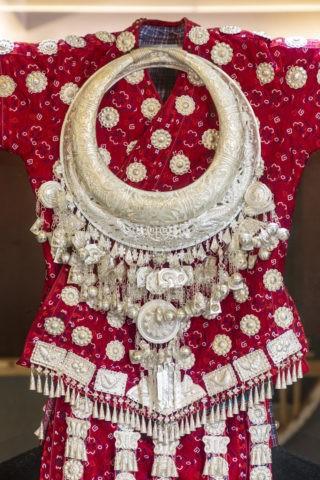 苗族女性の衣装