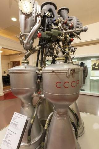 宇宙飛行士記念博物館 内部 ロケットエンジン