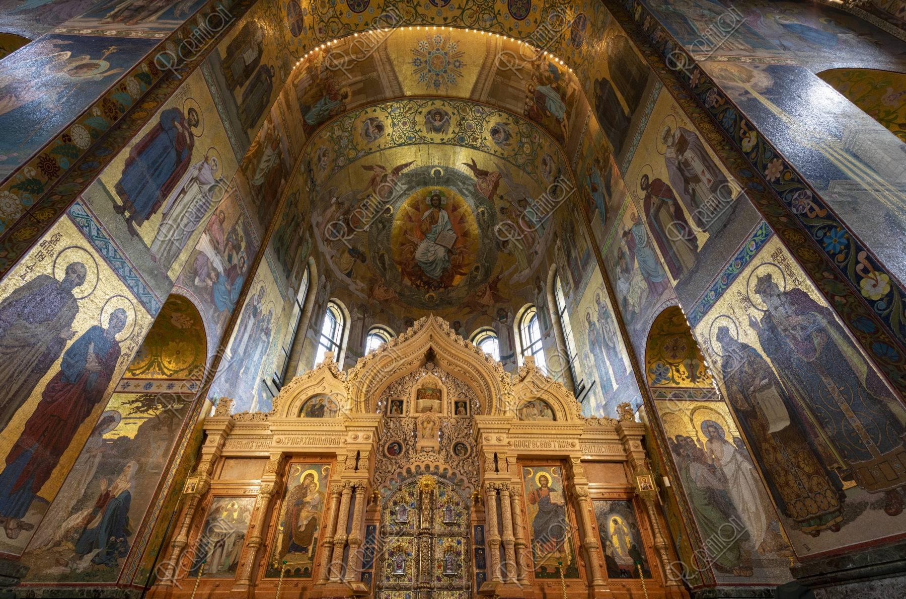 血の上の教会 内部