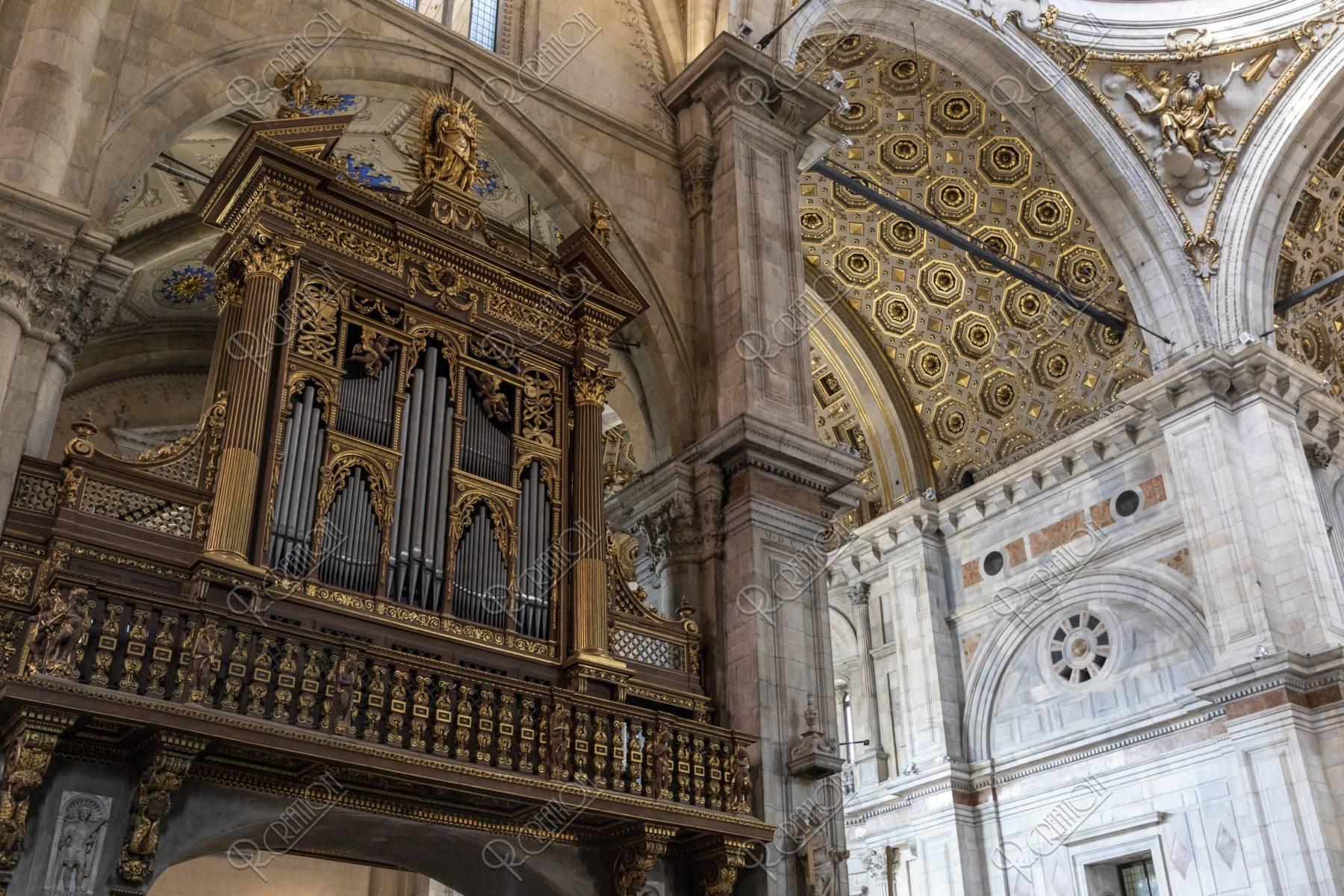 コモ大聖堂 内部