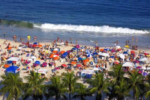 コパカバーナ海岸 海水浴客