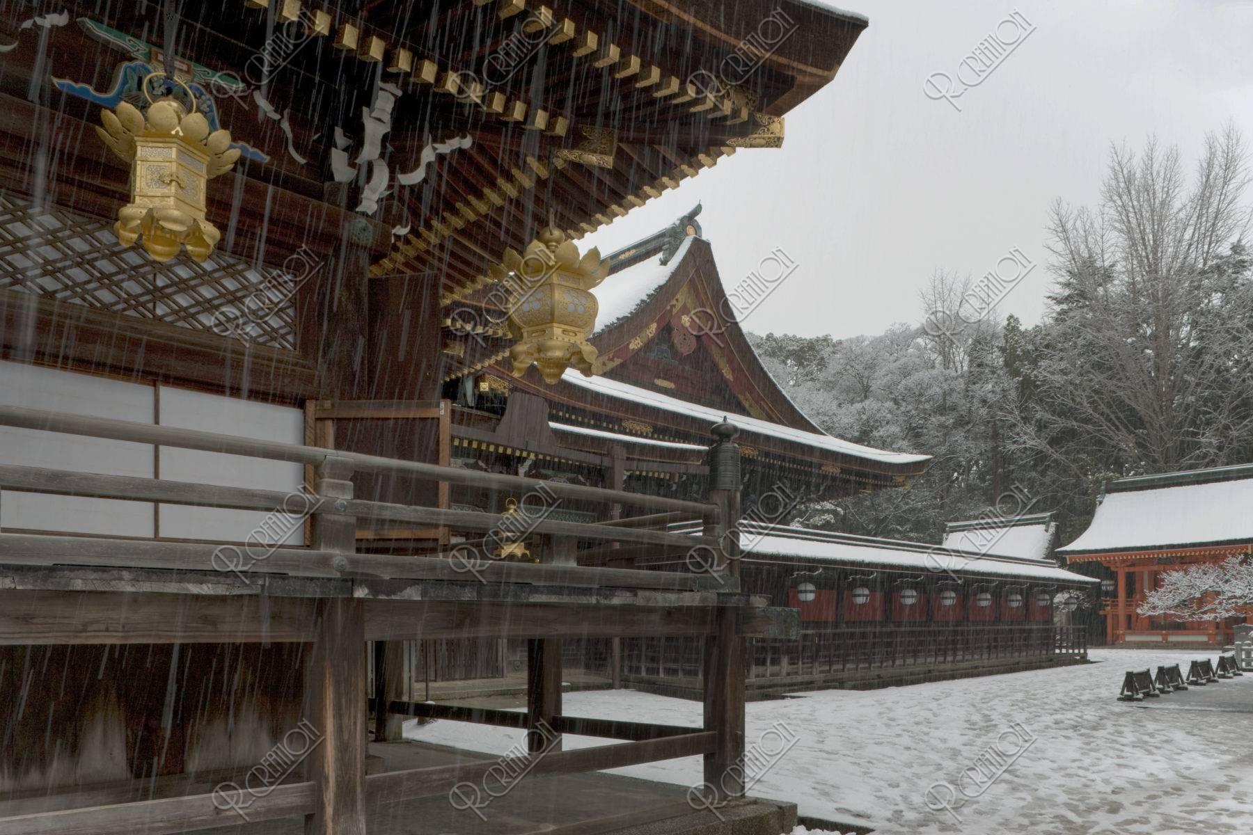 雪の北野天満宮本殿