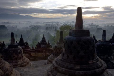 ボロブドゥール寺院の朝