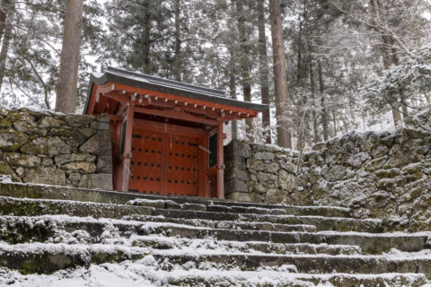 雪の三千院朱雀門