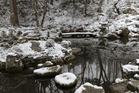 雪の三千院 庭園