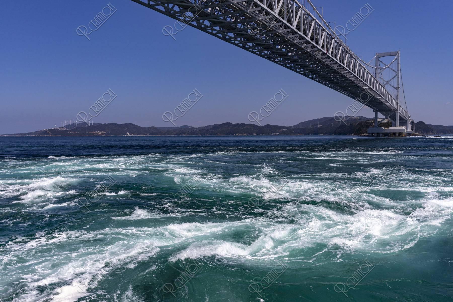 観潮船からの鳴門渦潮