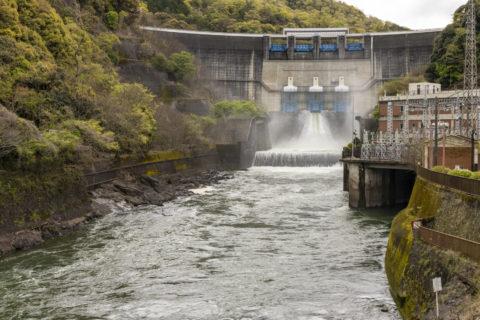 天ケ瀬発電所の放水