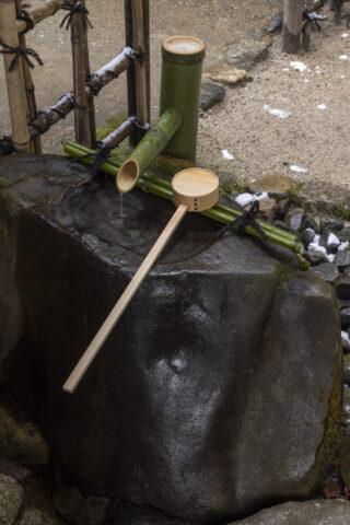 手水鉢と青竹