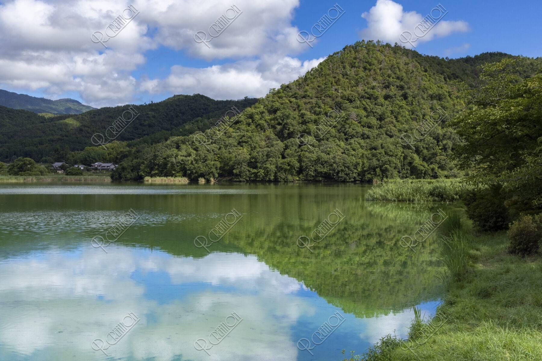 広沢池と曼茶羅山