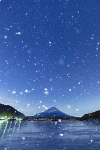 夜明けの富士山と雪