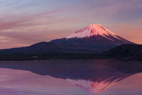 朝焼けの富士山と映り込みCG